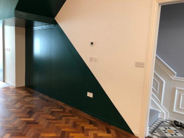 Vano scale: chiusura funzionale tramite sistema raso parete su misura